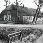 Gezicht op de voor- en zijgevel van de boerderij Groenewoud, Papendorp